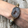 Bracelet with grey agate beads and grey druzy quartz stone – Jacey